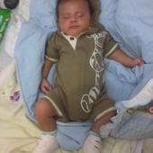 Esse é o meu filho Rogger Miguel,nasceu com 50 cm e 3.170kg,de parto cesária e com 37 semanas.Nessa foto ele já está com um mês é um Príncipe.Super calmo,só chora se estiver sentindo alguma coisa né.Mais está ai o meu fofuxo.