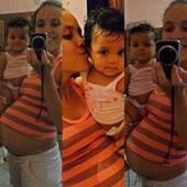 Eu e minhas princesinhas Aysha e Jhenifer ! Acho tao bonitinho quando eu falo com ela : faz carinho em mazinha . Então ela começa alisar minha barriga ! Meninas to tao feliz.Eh difícil pois minhas 2 gravidez foi de risco .Mas vale a pena tuuuudo ! Minha Aysha tem 9 meses e to gravida de Jhenifer de 8 meses !