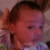 E ontem a orelhinha de Jheniffer foi furada. Ficou linda !