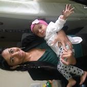 Parabéns mamães, meu primeiro com Maria Luiza no colo.
